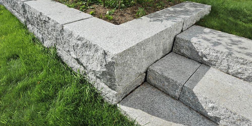 Blokker og trinn i granitt
