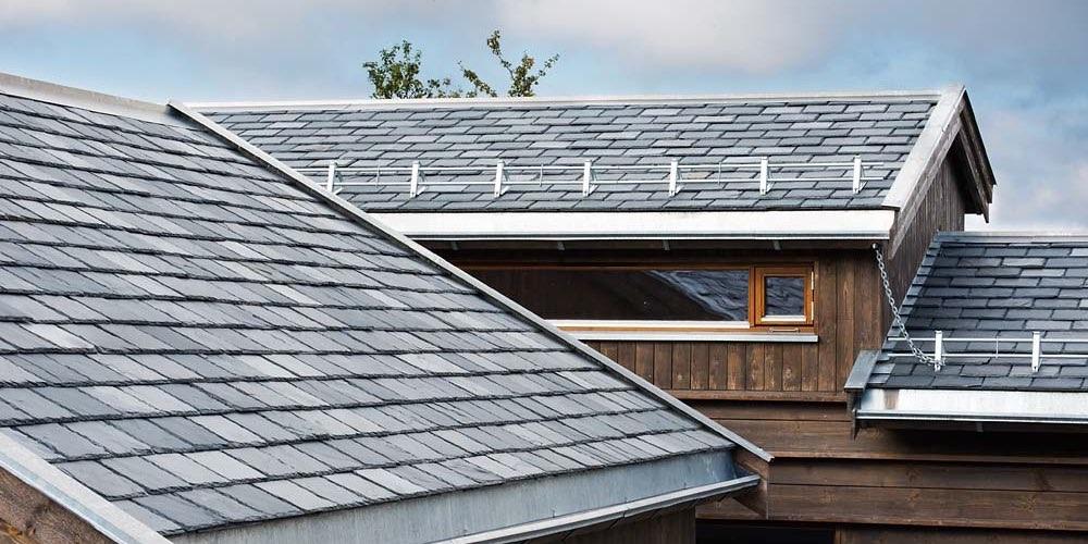 Rektangulær takskifer på hytte på Torpo