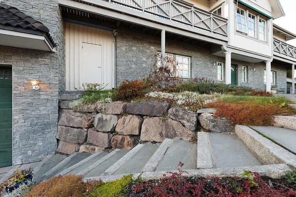 Naturstein på vegg