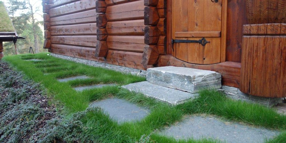 Steinpanel og tømmer